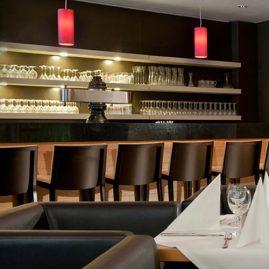 bar holiday inn berlin east